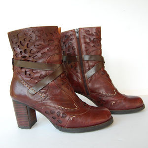 {Everybody} Laser Cut Mid-Calf Brown Leather Boots